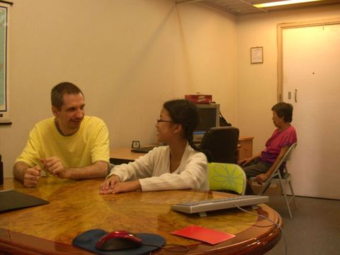 Oral English courses are provided by a Westerner English tutor in Hong Kong